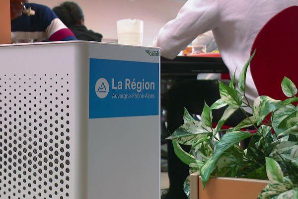 Des purificateurs d'air déployés dans les écoles et les lycées. Une initiative de la région Auvergne Rhône-Alpes lancée à l'automne dernier