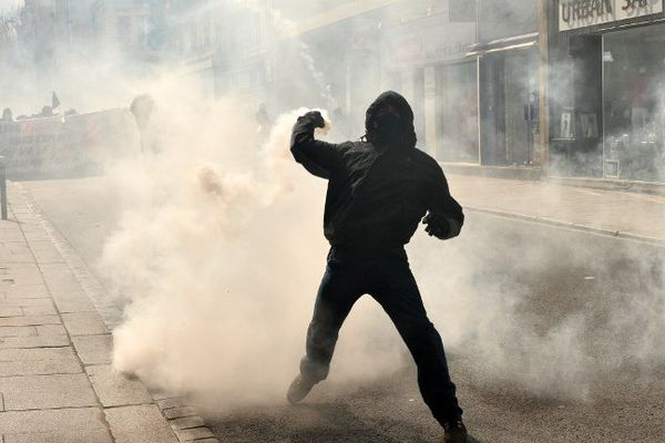 Heurts entre manifestants et CRS à Rennes