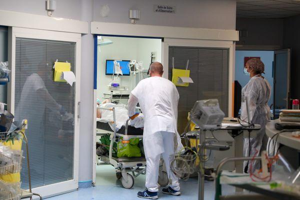 Les urgences au Centre hospitalier Dron de Tourcoing, le 23 avril.