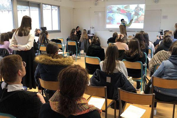 Journaliste exilé politique, Mahamat Adam témoigne de son parcours devant les élèves du lycée Hélène Boucher à Toulouse