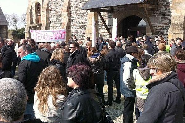 Rassemblement au Prieuré d'Ardevon, siège du syndicat mixte pour le rétablissement du caractère maritime du Mont-Saint-Michel. Mercredi 3 avril 2013