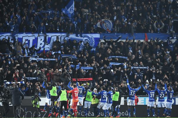La joie des supporters de la Meinau et des joueurs après la victoire contre le PSG.