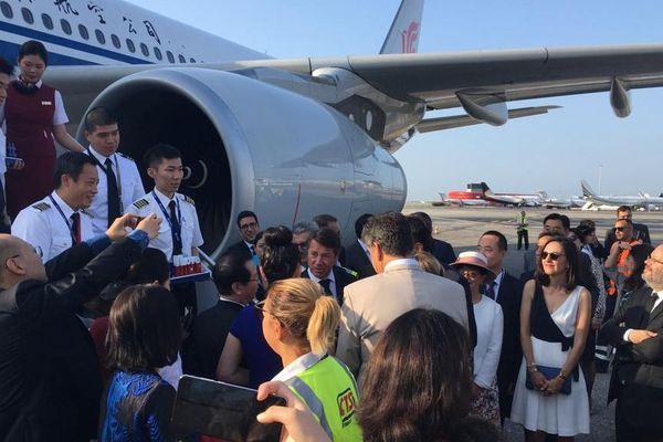 Le maire de Nice accueille les 1ers passagers du vol Pékin-Nice, le vendredi 2 août