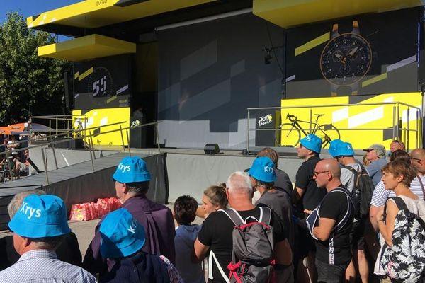 Le podium d'émargement des cyclistes, à Saint-Dié-des-Vosges.