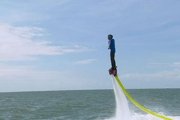 Le flyboard ou l asensation de voler au-dessus de la mer.