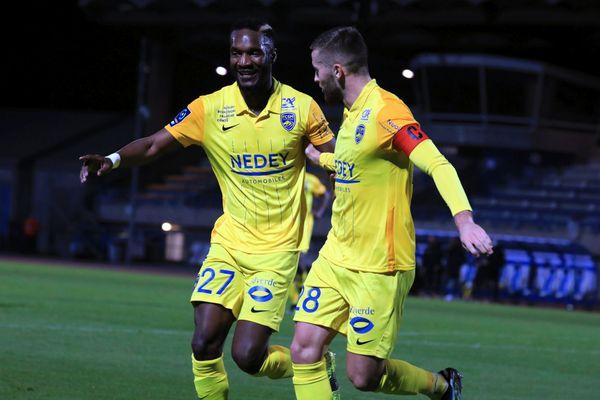 Adame Niane et Gaétan Weissbeck, du FC Sochaux-Montbéliard lors du match contre Niort, le 2 mars 2021.