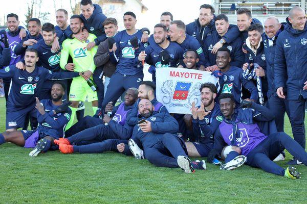"""""""La traditionnelle photo de joie des bleus : Road to 1/4 de finale"""" sur la page Facebook du club il y a à peine une heure"""