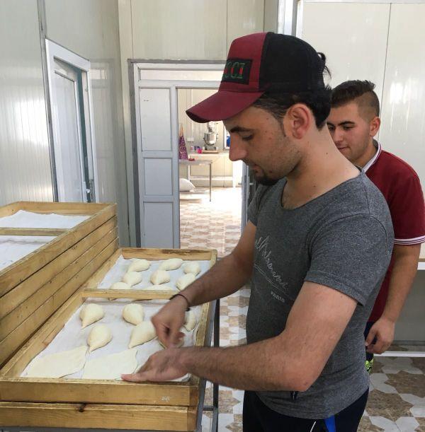 Quand des dizaines de milliers de personnes ont été déplacées, l'ouverture d'une boulangerie marque un tournant