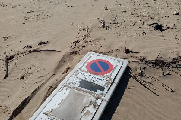 Panneau de signalisation de la ville de Marmande, retrouvé au pied du phare de Cordouan par deux gardiens