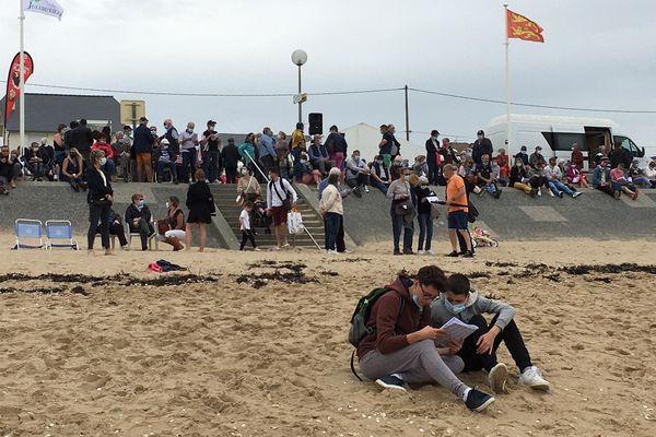Le public sur la plage de Jullouville pour assister eux courses de l'année