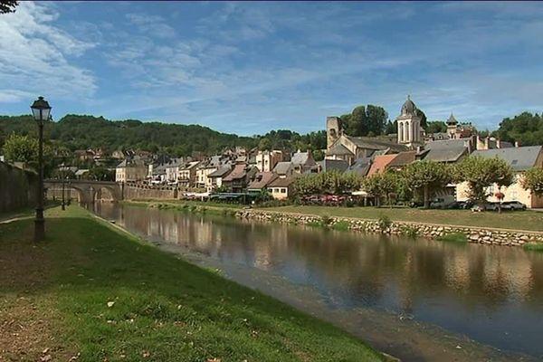 Montignac, la cité sur la Vézère qui accueille le célèbre site de Lascaux, à l'est de la Dordogne