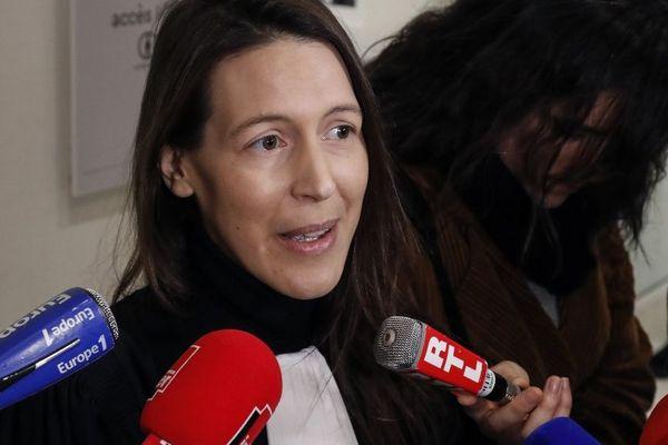 Noemi Saidi-Cottier, avocate d'Alexandra de Taddeo lors d'un point presse à la sortie du Tribunal de Paris ce mardi 18 février.