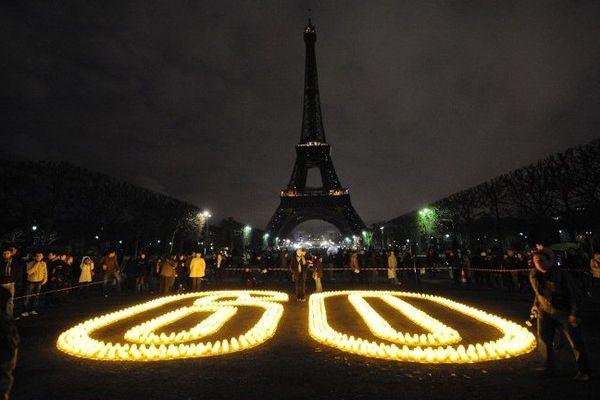 Samedi 29 mars 2014, dans le cadre de la manifestation Earth hour la Tour Eiffel sera éteinte pendant 5 minutes
