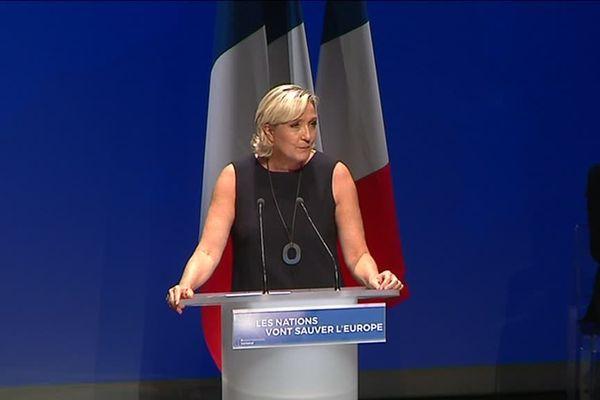Marine Le Pen a fait sa rentrée politique à Fréjus dans le Var.