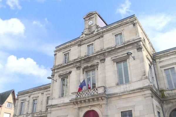 La mairie de Clamecy, dans la Nièvre.