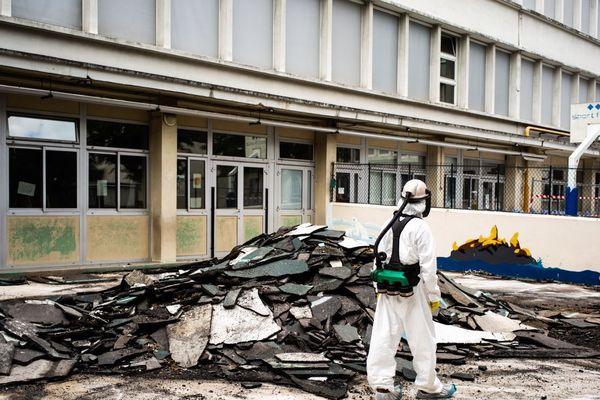 Opération de décontamination jeudi rue Saint-Benoît, située à proximité de Notre-Dame.