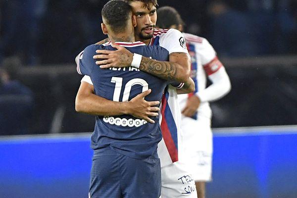 Ligue 1 : l'Olympique Lyonnais s'incline au Parc des Princes devant le PSG. Amis dans la vie, lesBrésiliens Neymar et Lucas Paqueta ont brillé avec un but chacun.