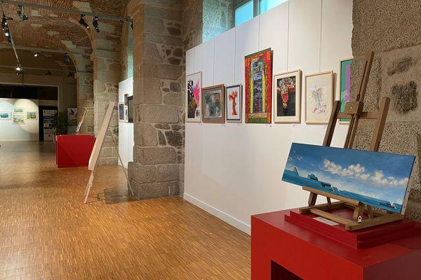 La septième biennale des artistes au profit du Secours populaire a ouvert ses portes à la galerie des Hospices à Limoges du 10 au 19 juin 2021.