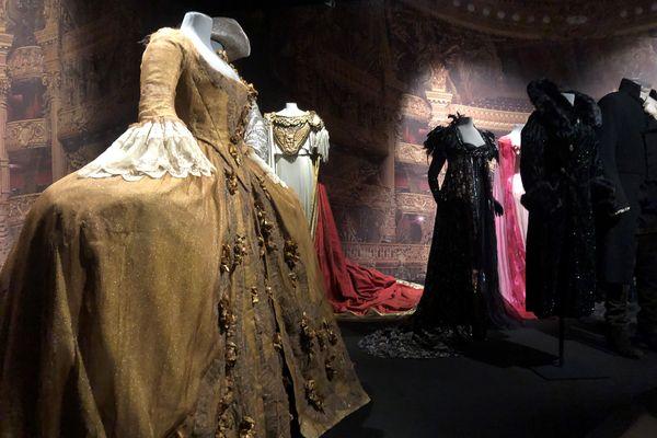 La Flûte enchantée, le Lac des cygnes, la Bohême : 150 costumes recréent la féerie de l'Opéra de Paris, grâce à l'exposition du Centre National du Costume de Moulins (Allier)