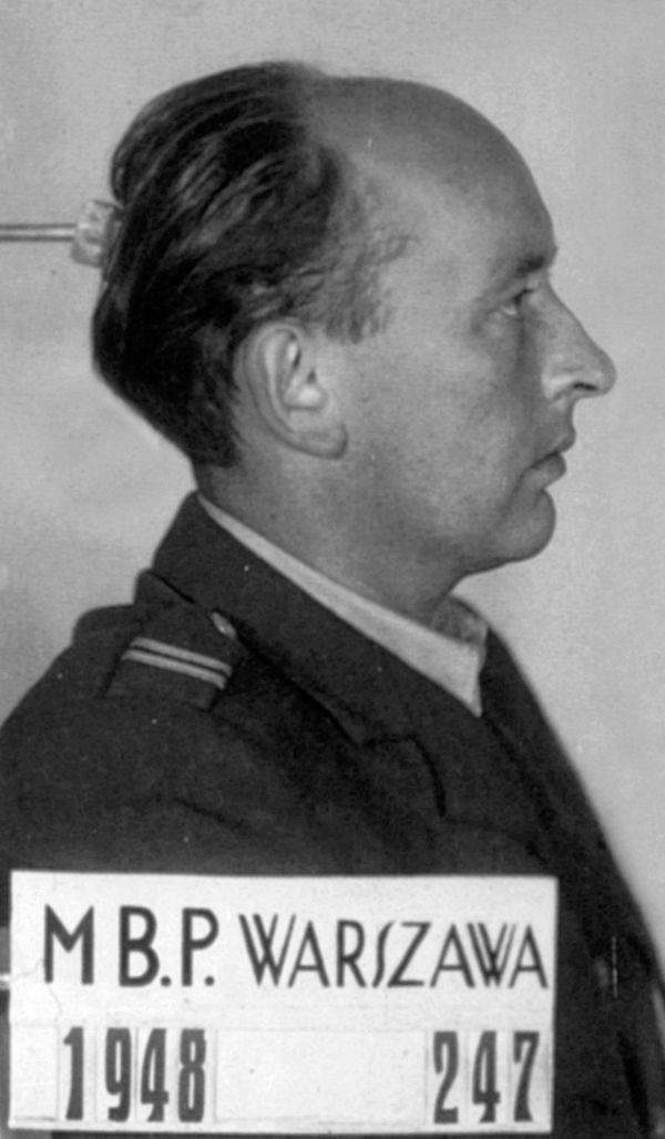 Stanislaw Skalski lors de son arrestation en Pologne en 1948.
