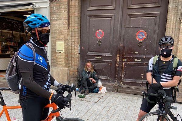 Les livraisons sont assurées par des bénévoles cyclistes.