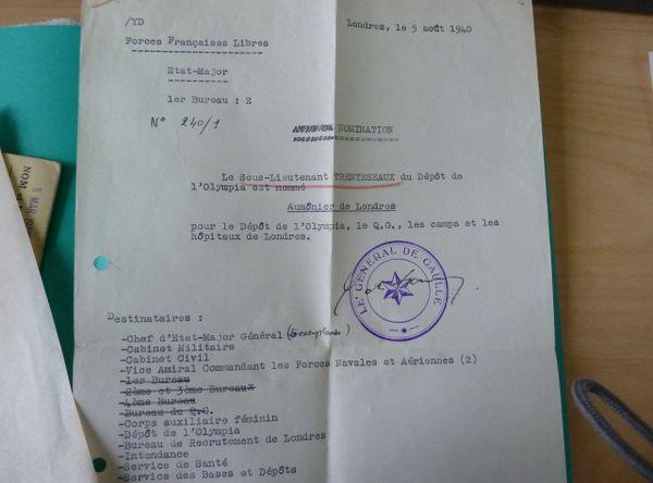 Document signé du général de Gaulle, nommant Léon Trentesaux aumônier des Français Libres