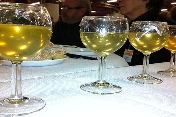 Le miel se déguste comme un vin lors des épreuves du Concours Général Agricole