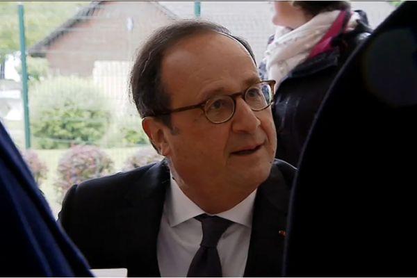 François Hollande le 25 mai 2019 à la fête du livre de Talloires.