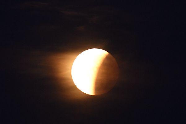 Photo d'une éclipse de lune prise le 31 janvier 2018 dans la baie de San Fransisco, aux Etats-Unis.