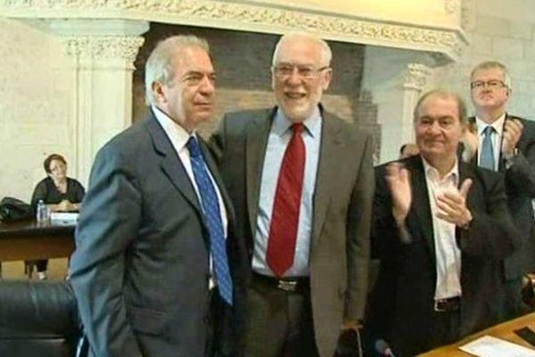Jean-Pierre Saulnier, président PS du Conseil général du Cher (à gauche) et Alain Rafesthain dans l'hémicycle du Conseil général du Cher.