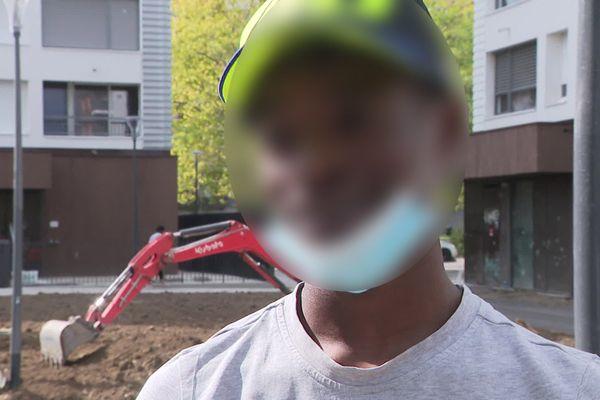 Le rappeur grenoblois Corbak Hood affirme être à l'origine des vidéos de trafiquants armés qui ont provoqué l'indignation sur les réseaux sociaux.