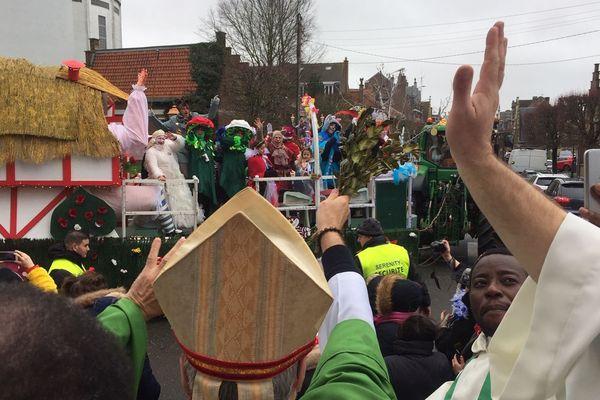 La bénédiction des chars du carnaval après la messe