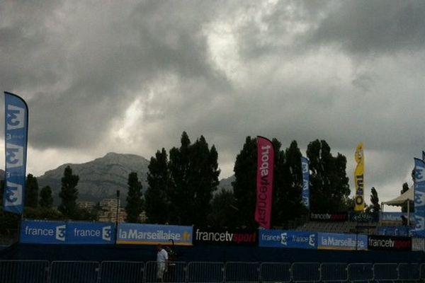 Lundi 7 juillet, l'orage menaçait la deuxième journée du Mondial à Pétanque.