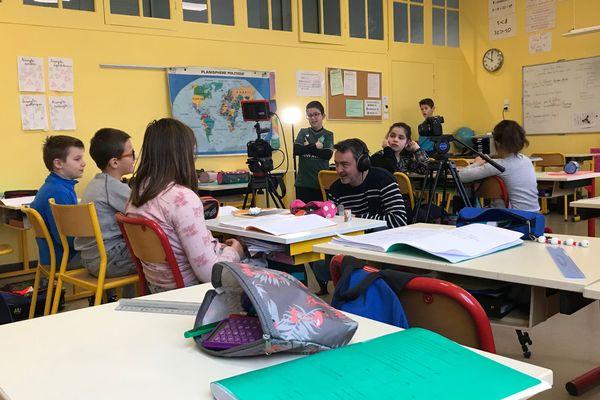TV Loustics en tournage à l'école Jean Rostand de Conneré (Sarthe)