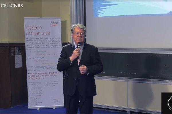 Jean-Jacques Machuret présente le sujet de ses recherches lors du concours Ma thèse à 180 secondes.