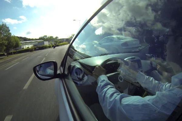Silence dans l'habitacle, souplesse du comportement  : les utilisateurs de la voiture électrique saluent son agrément de conduite.