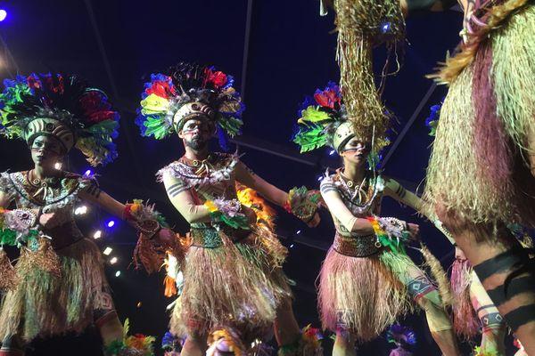 L'ensemble Flor Ribeirinho du Brésil, 4 fois champion du monde de danse latine.