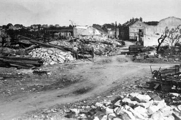 Dans la nuit du 15 au 16 juillet 1944,  un raid aérien a détruit une grande partie de la ville de Nevers dans la Nièvre, tuant 163 victimes civiles et 21 soldats allemands.