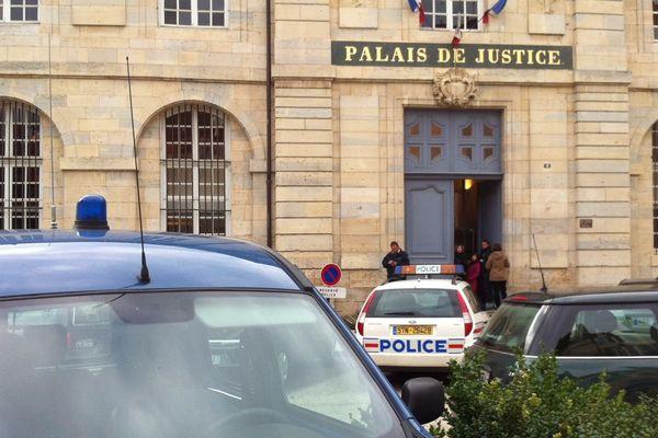 Yacine Sid est jugé devant la cour d'assises de Haute-Saône et du Territoire de Belfort. Le procès se tient à Vesoul.