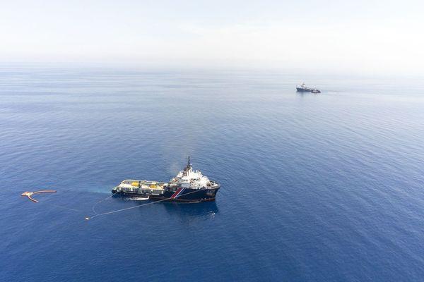 5 navires et deux chaluts croisent au large du sud de la Corse pour lutter contre la pollution aux hydrocarbures.