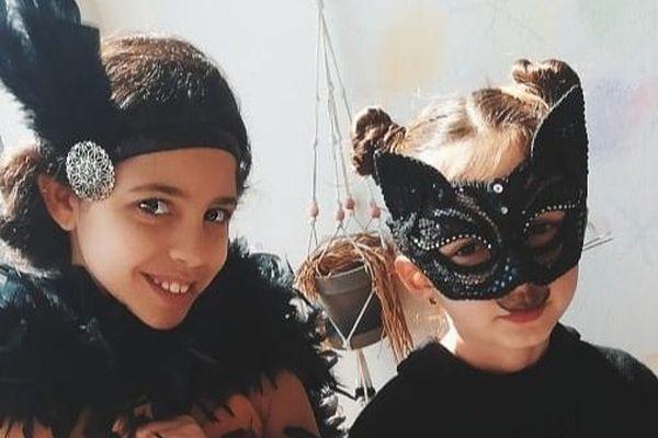 Deux nouvelles terreurs masquées prêtes à aller danser et s'amuser.