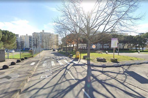 Une femme de 23 ans a été retrouvée morte à son domicile rue Aristide Maillol à Toulouse. Son compagnon est en garde à vue.