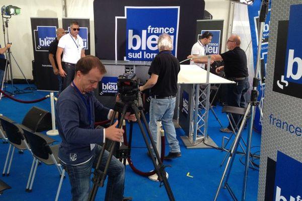 Notre équipe et celle de France Bleu Sud Lorraine en pleine préparation de l'émission spéciale de ce samedi 12 septembre 2015.