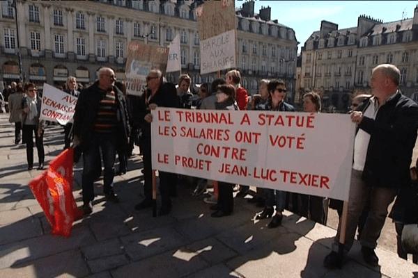 Salariés de Texier manifestant devant la cour d'appel - 7/04/2015