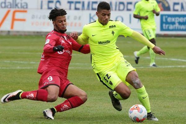Ligue 2 Dijon / Metz le 01/05/2016 - Diony et Udol à la lutte