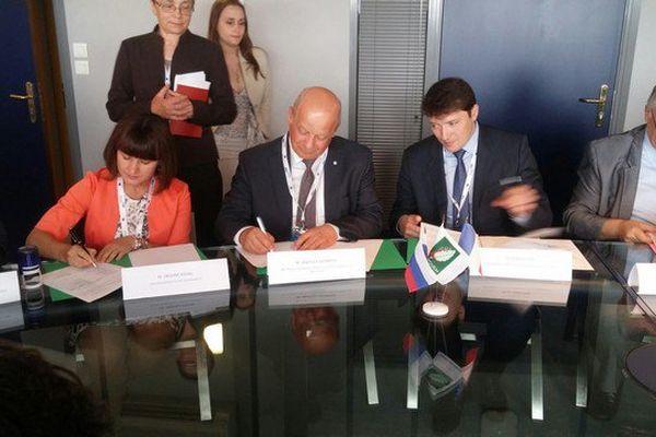 Limoges ce matin. Signature d'un convention de partenariat technologique entre la région russe de Kalouga et le Limousin.