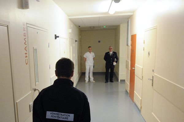 Unité hospitalière spécialement aménagée au sein de l'hôpital psychiatrique du Vinatier de Bron.