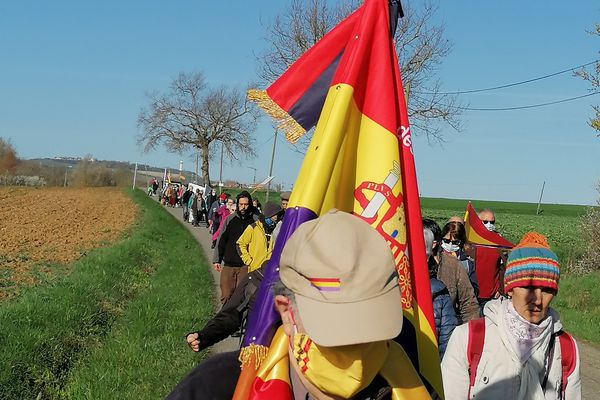 """Comme chaque année depuis quinze ans, ce samedi 13 mars 2021, une marche s'est déroulée à Montauban en la mémoire des Espagnols morts ou enfermés en France. Depuis qu'une porcherie s'est installée à l'emplacement d'un ancien camp de concentration, cette marche se fait appeler """"la marche de la dignité""""."""