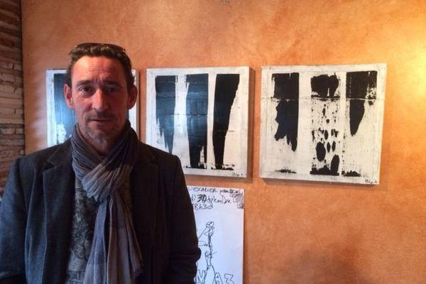 Artiste peintre, l'Orléanais Philippe Guesdon aime les traits verticaux déstructurés