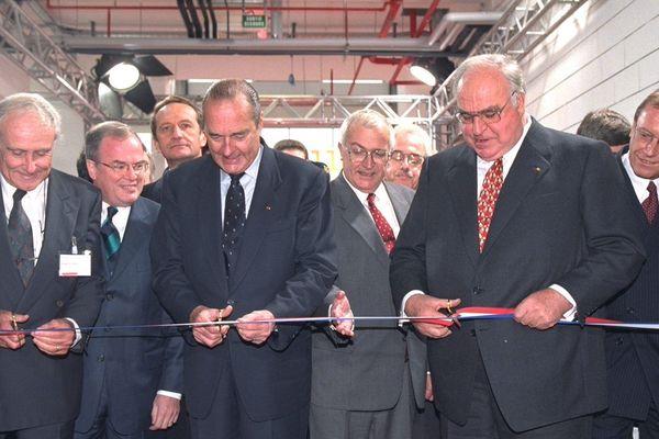 Jacques Chirac, Helmut Kohl, Philippe Leroy et Christian Pierret, lors de l'inauguration de l'usine, à Hambach